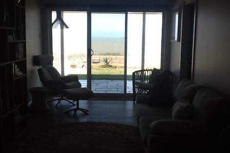 Luxury room overlooking ocean - Emu Park - 独立屋