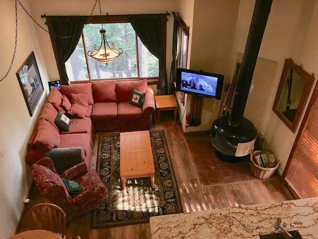 Renovated Northstar ski-trails condo with balcony