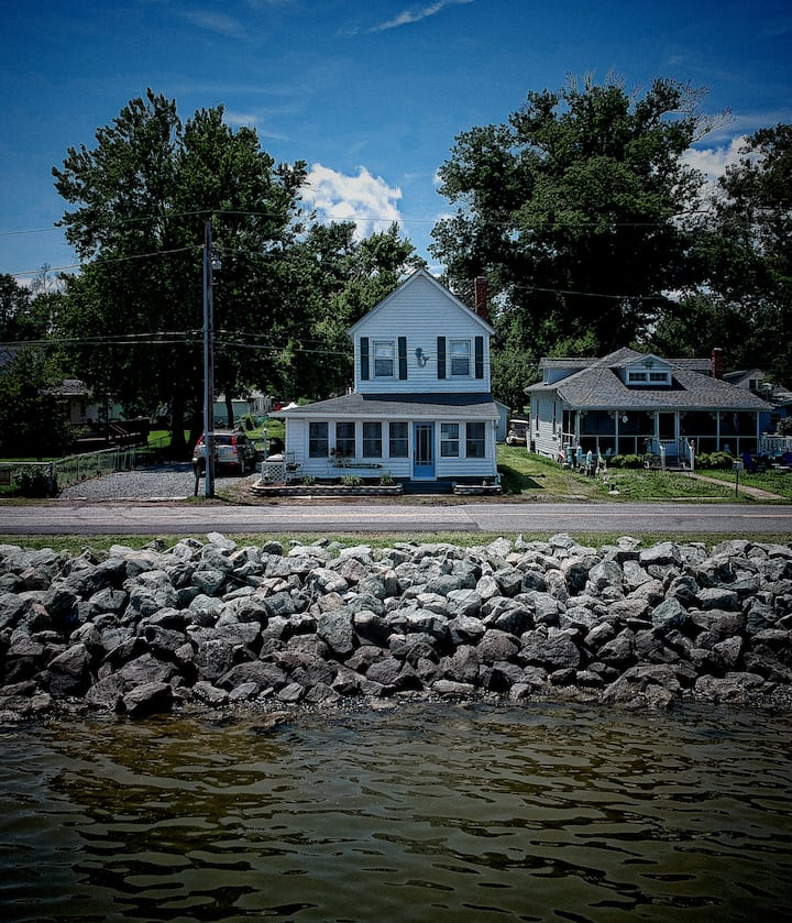 AWESOME River Views...Riverfront Historic Home!