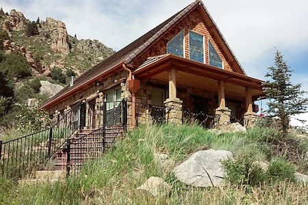 Mountain Cabin with Charm and Warmth - Bellvue - House