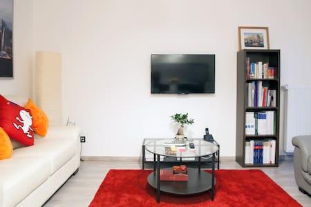 Clean & Modern Bedroom, East of Paris - Romainville