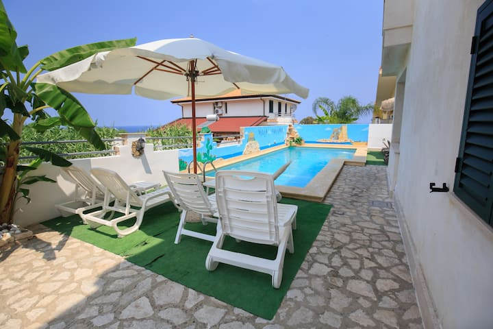 Apartment with Pool and Wi-Fi 250m from the sea