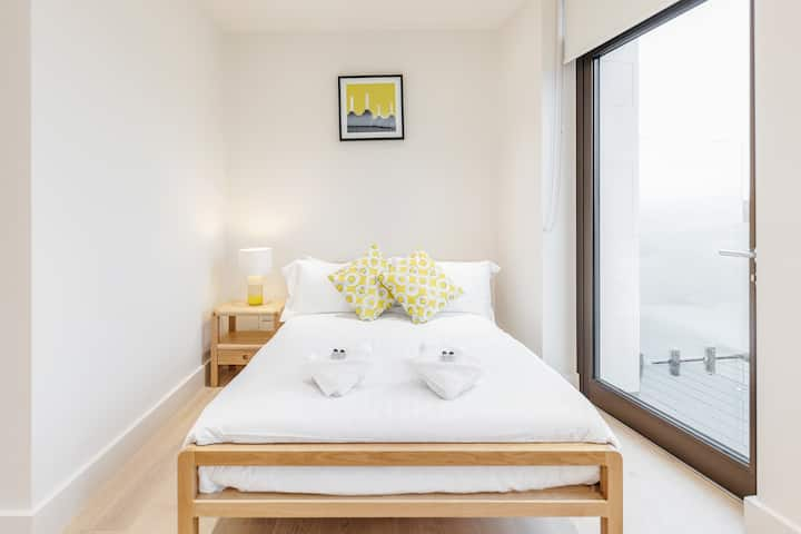 Chic 1 bed at Pear Place with balcony - PP04