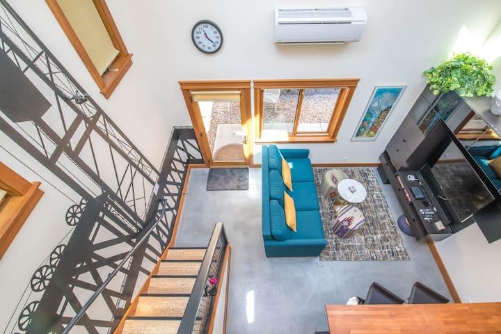 The Bridge House: A Modern NE Portland Loft