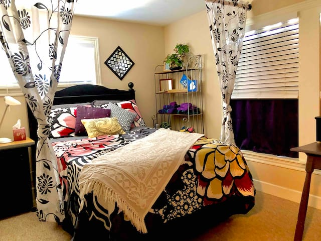 Hang10 Pad Cozy & Convenient Grand Haven