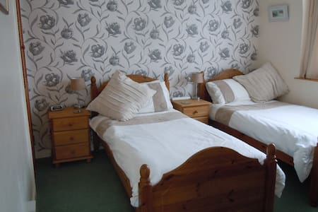 Twin rm walking distance of harbour - Padstow - Bed & Breakfast