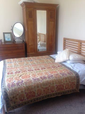 """Achamore Lodge on Gigha """"Blue Room"""""""