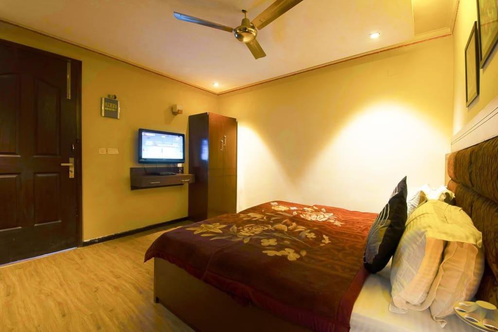 City Centre Executive Guesthouse For Rent In New Delhi Delhi India