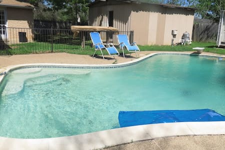 room w/pool close to DFW airport,shops,restaurants - Euless - Hus