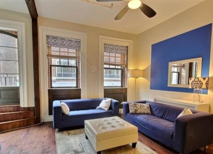 Cozy 2 bedroom apartment. queen in downtown