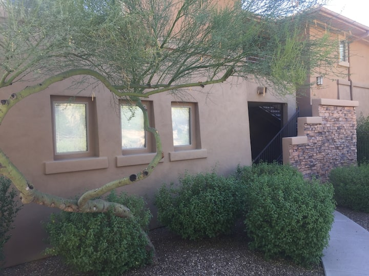 Beautiful, dog friendly Condo in North Scottsdale