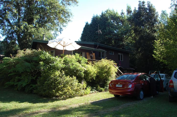 Between Villarrica and Pucón, large capacity - Molco - House