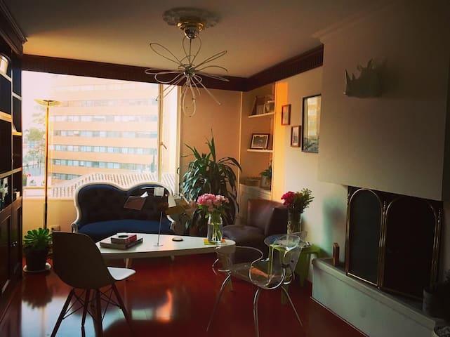SUPERHOST! ROSALES bright& beautiful  room/bthroom
