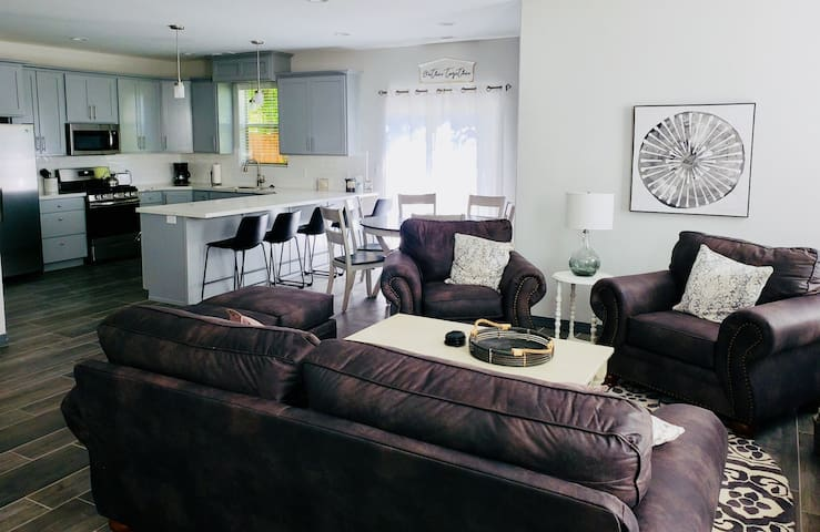 550 New Modern Luxury Townhome, 4 Bedrooms