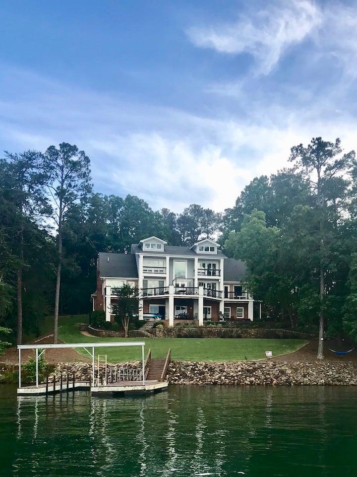 Luxurious Lake Lanier Retreat