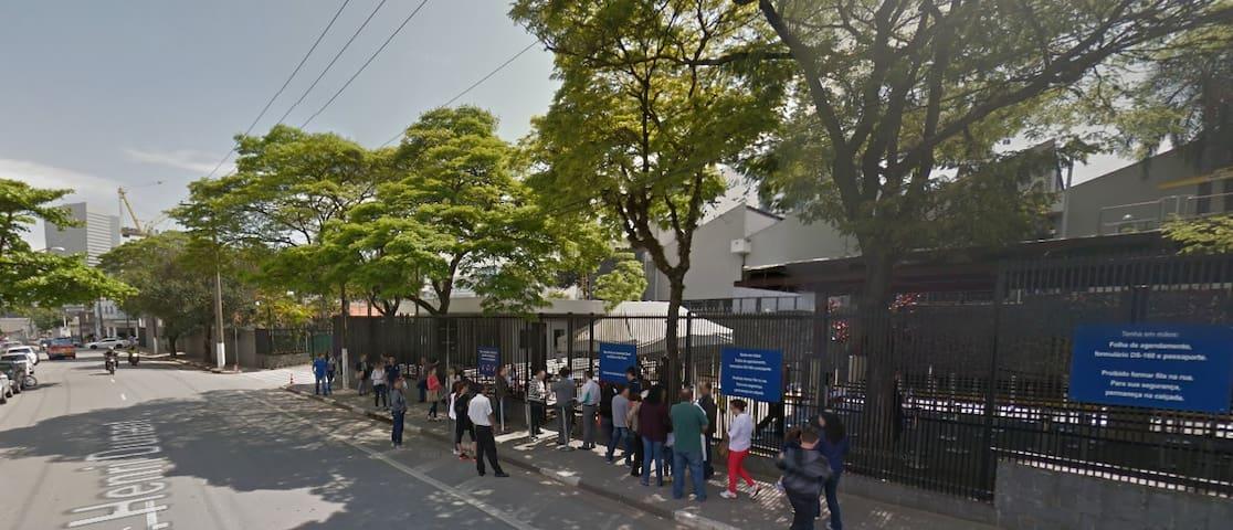 Consulado Americano fica na mesma rua do Predio ADD, Rua Henri Dunant.