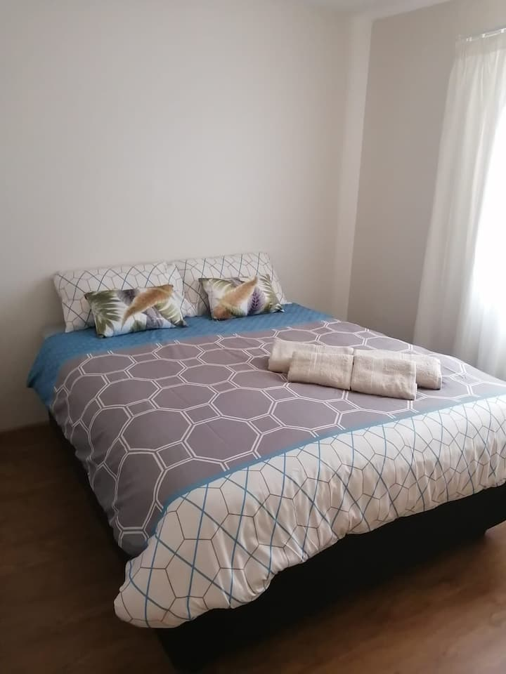 Cozy apartment for business and student travellers