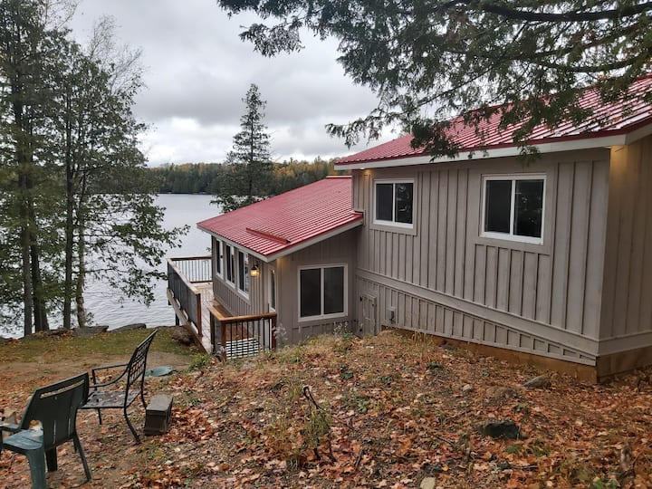 BEAUTIFUL WATERFRONT COTTAGE - 3 BEDROOMS