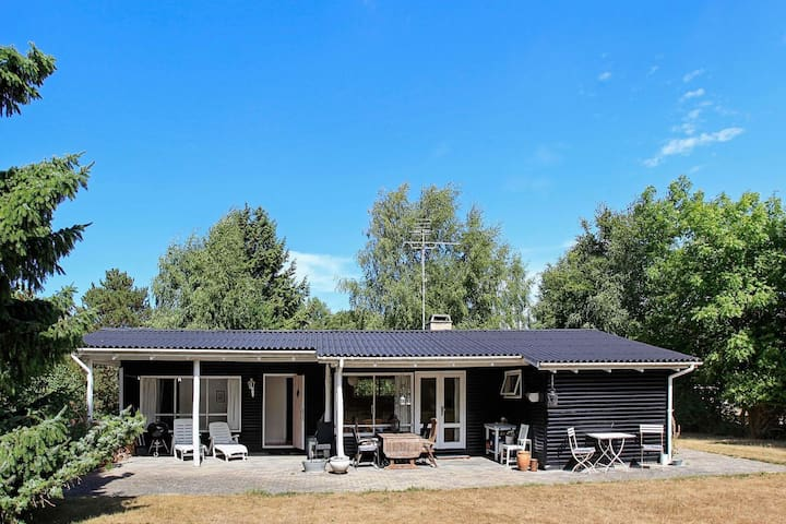6 person holiday home in Asnæs
