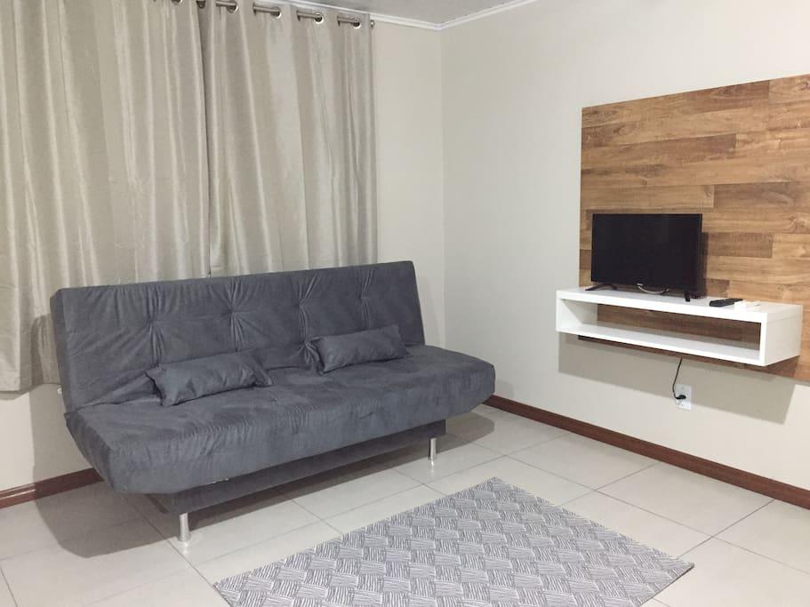 Saia com sofá cama e TV
