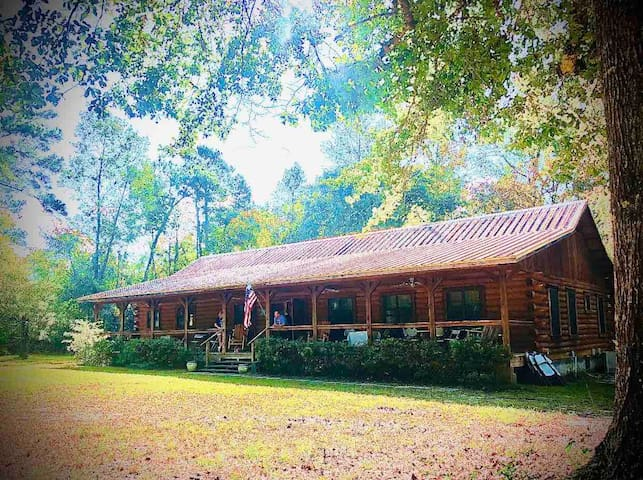 Private log cabinWith 25 acres