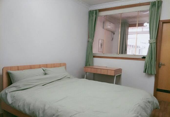 特惠 一隅B 三室户里的独立大卧室,地铁2/11号线江苏路站,步行可达上戏