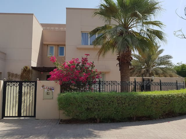 Serendipity your family house with pool in Dubai
