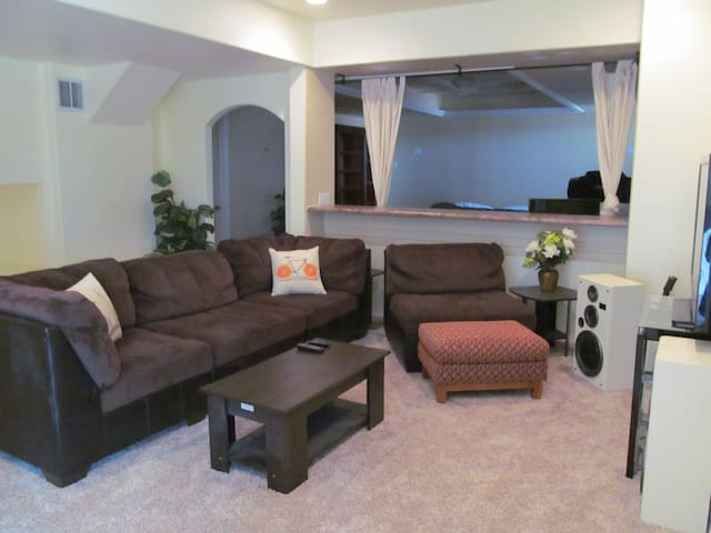 Beautiful Basement Bungalow near AFA & Palmer Lake