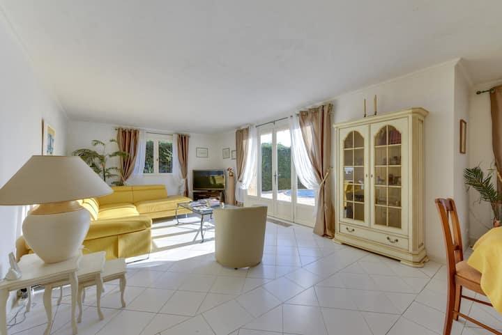 Saint Maxime - Spacious villa / up to 6 travellers