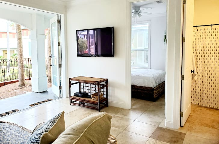 Lower level mother-in-law suite - perfect for large families