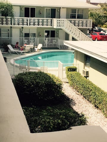 Beautiful Seaside Vacation Condo Apartments For Rent In Pompano Beach Florida United States