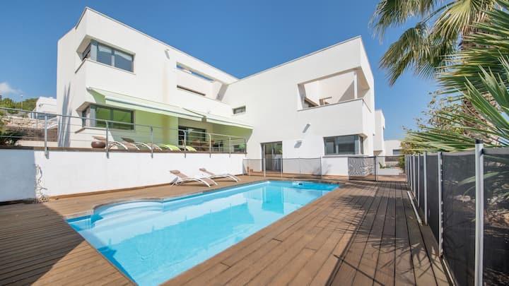 R64 Luxury Villa Déjà View 1km from the Beach