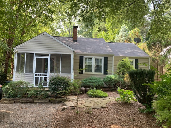 Cozy Bungalow in well located Watts-Hillandale