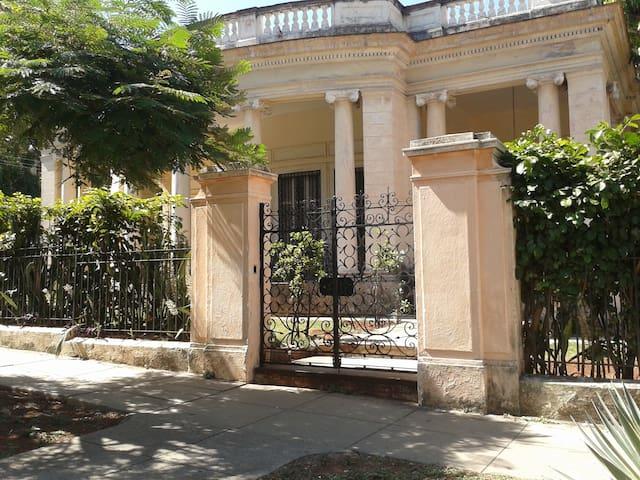 Casa Patrimonial 1915 - La Habana