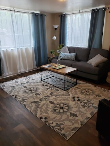 Gorgeous Fully Furnished 1 bed 1 bath apartment