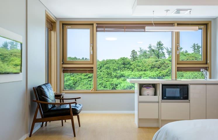 파아란 하늘아래 푸른숲 멋진view. 모던하우스 Lamemoria