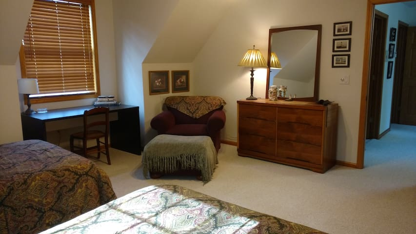 NORTHERN COMFORT #2 (Petoskey MI) - Petoskey - Bed & Breakfast