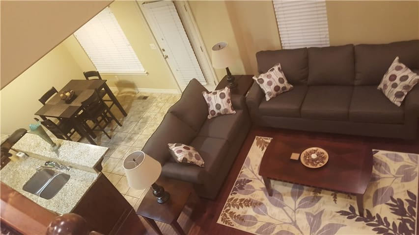 Comfortable Room in Well Furnished SoJo Home!