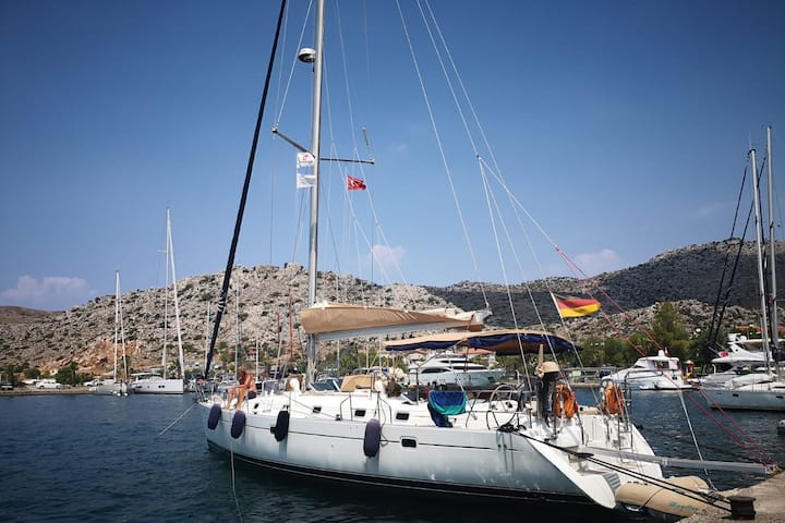 SAILING BOAT TO RENT  WITH CAPTAIN IN MARMARIS