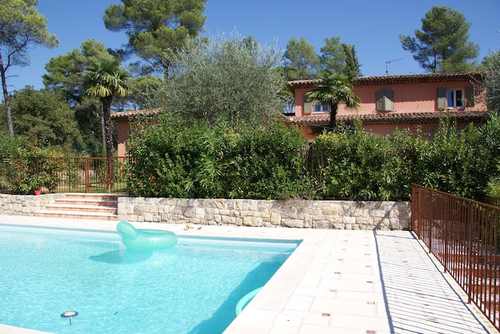 Villa provençale avec piscine et grand jardin