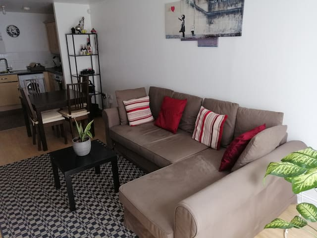 Spacious and bright two bedroom flat