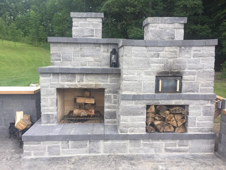 Wood fired pizza oven and fireplace