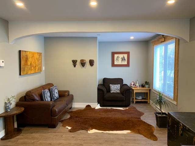 Over 1500sf beautiful house, with 75inch smart TV