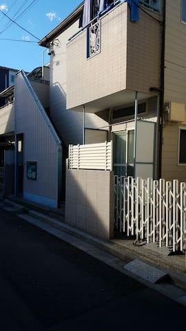 Simple and Convenient Apartment in Itabashi