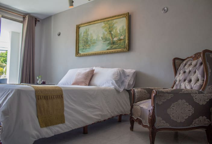 Beautiful Private Studio in The Heart of Town - Valladolid - Leilighet