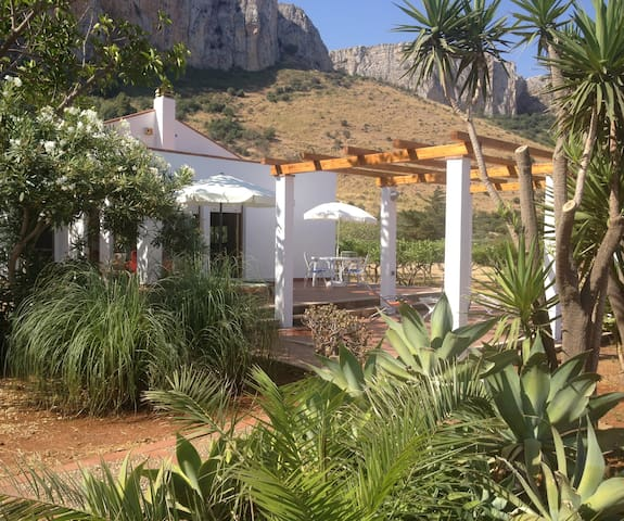 Villa Marina, Riserva di Monte Cofano