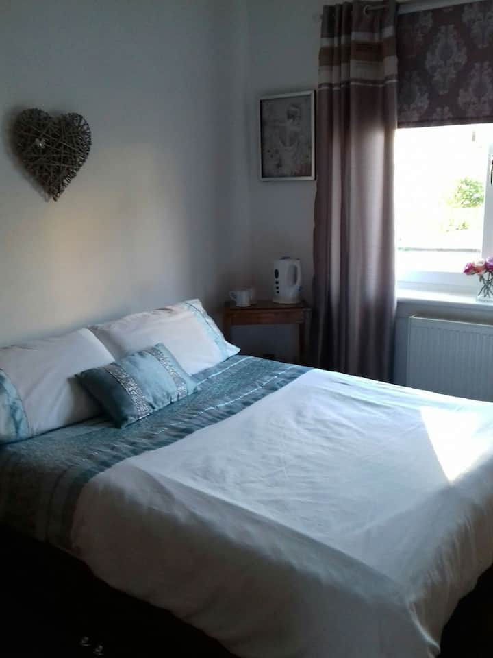 Dog friendly double room in Seamill/West Kilbride.