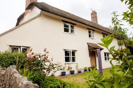 Beautiful Thatched Farmhouse Cottage, East Devon - Devon - Apartment