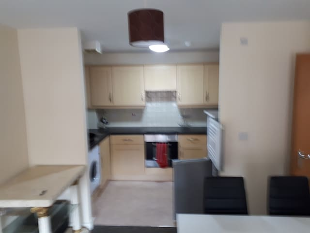 South liverpool apartment 5 minute woolton village