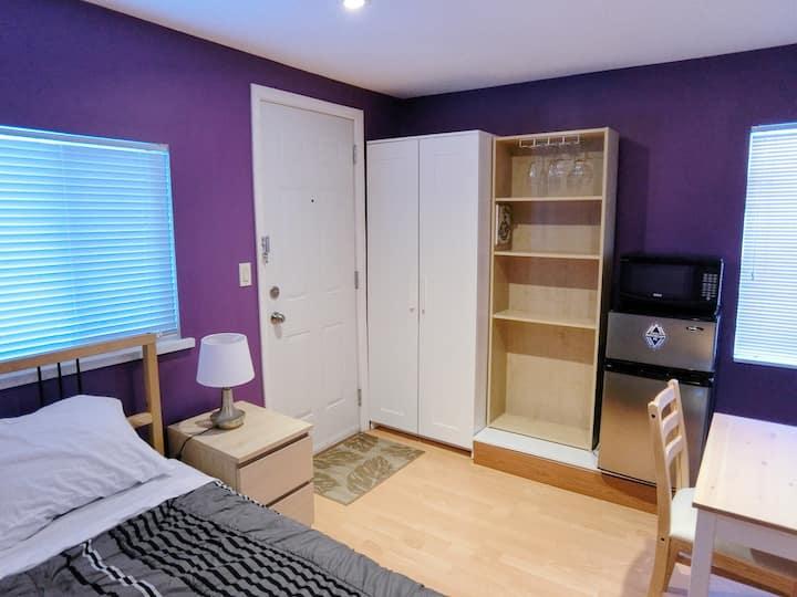 Cozy & compact modern bachelor suite